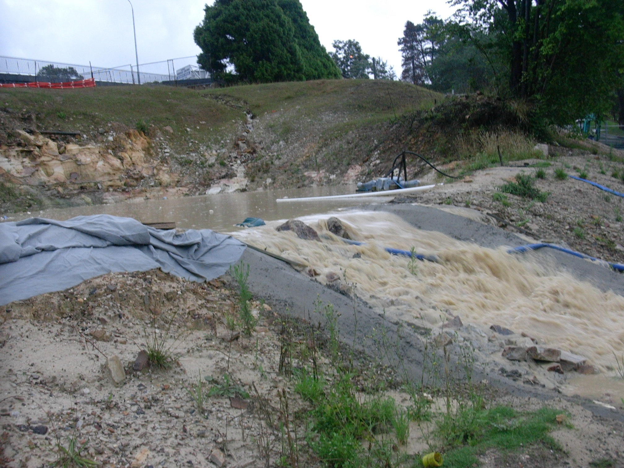 Leura Retention Basin Overflow 16-Jan-06